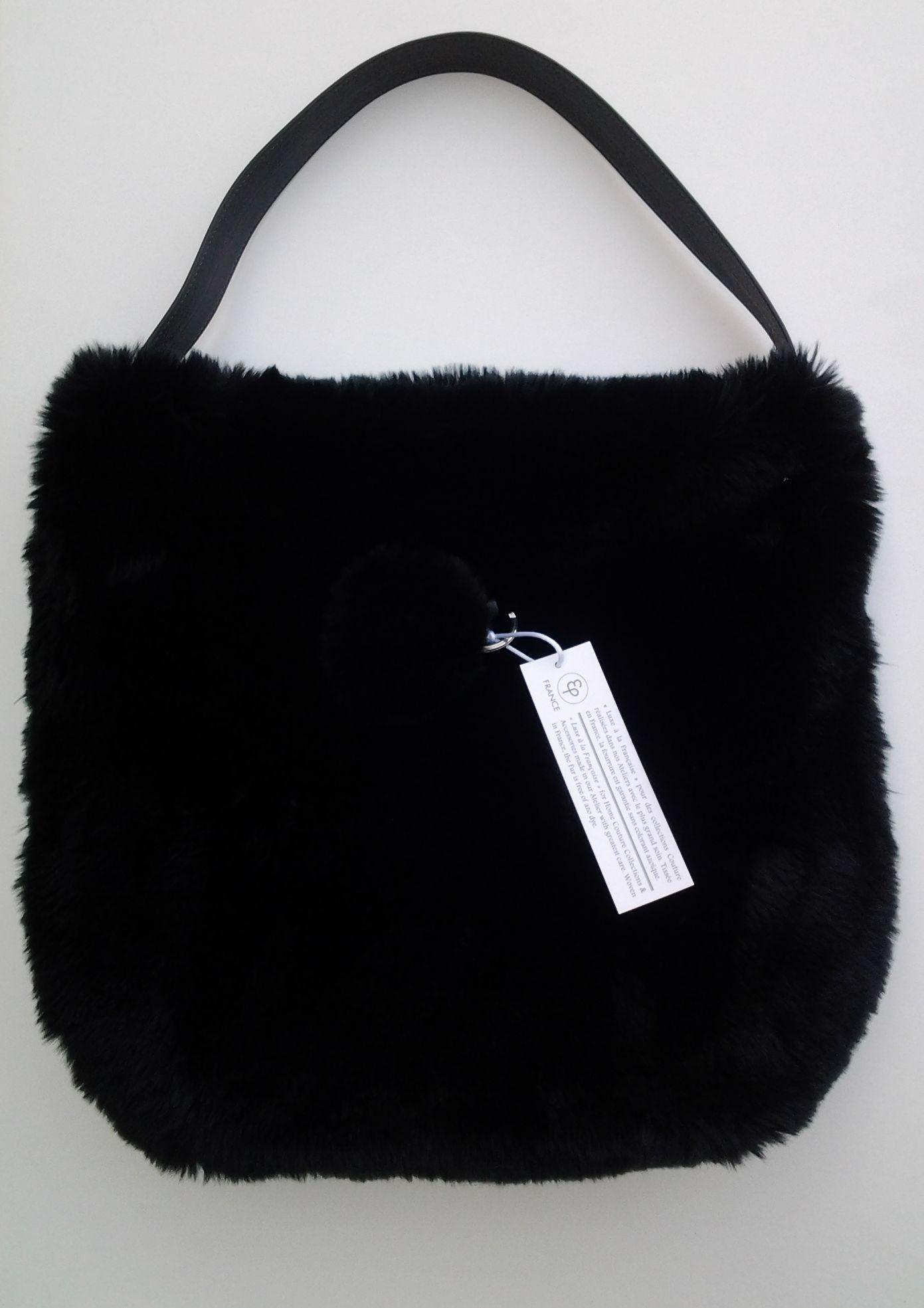 sac fourrure et cuir noir evelyne prelonge site fran ais de vente d 39 objets. Black Bedroom Furniture Sets. Home Design Ideas
