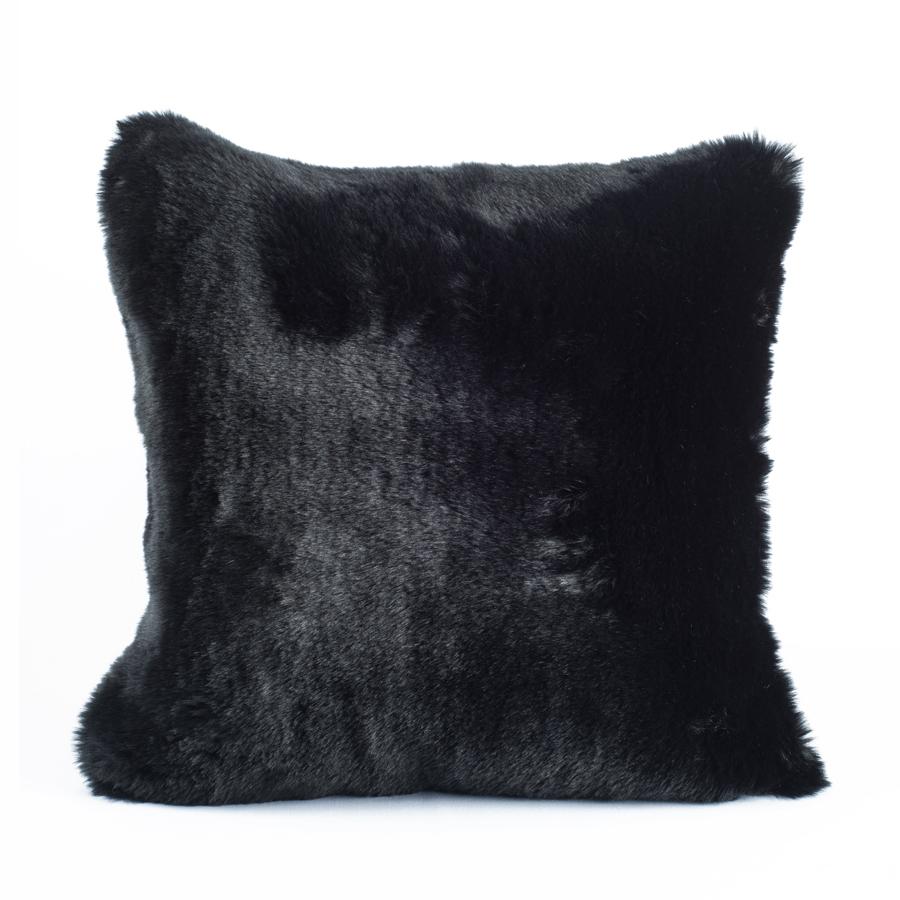 coussin fausse fourrure noir evelyne prelonge www. Black Bedroom Furniture Sets. Home Design Ideas